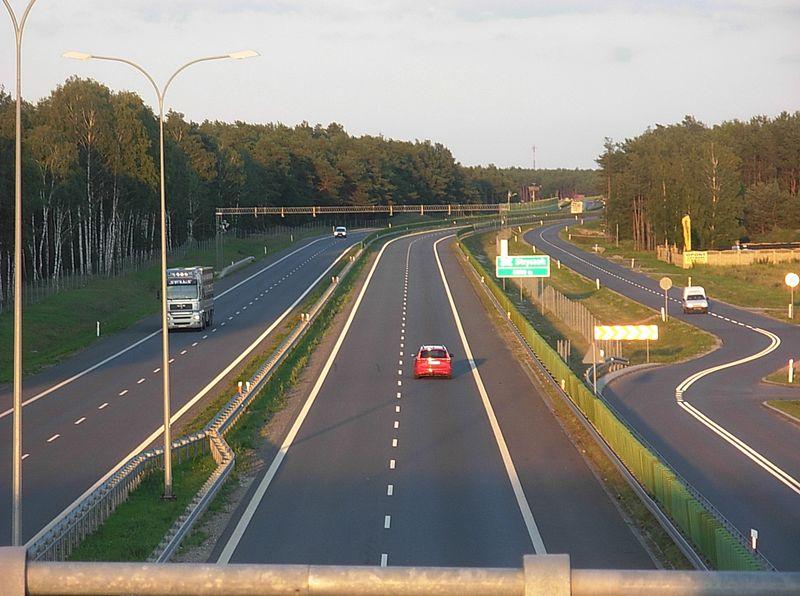 Piątki i soboty to najbardziej niebezpieczne dni na polskich drogach