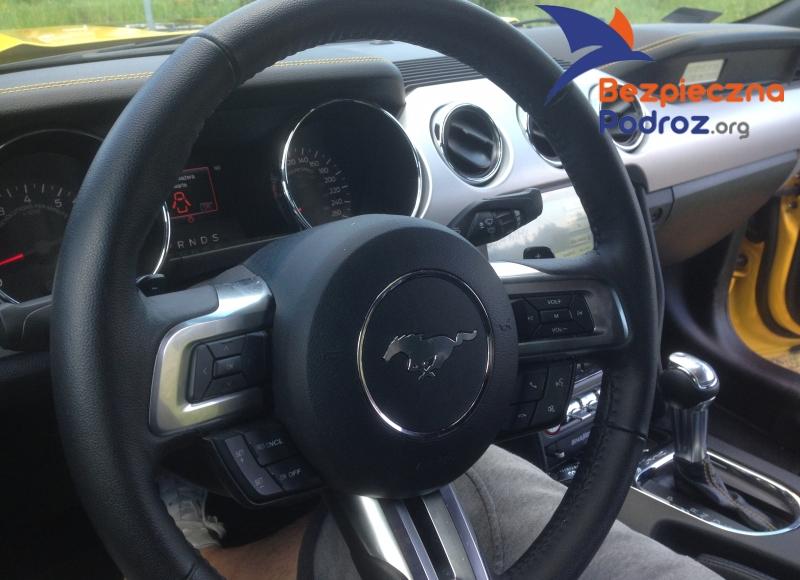 Ford Mustang V8 420 KM od środka