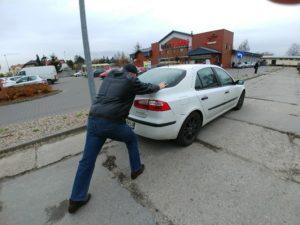Awaryjny rozruch auta