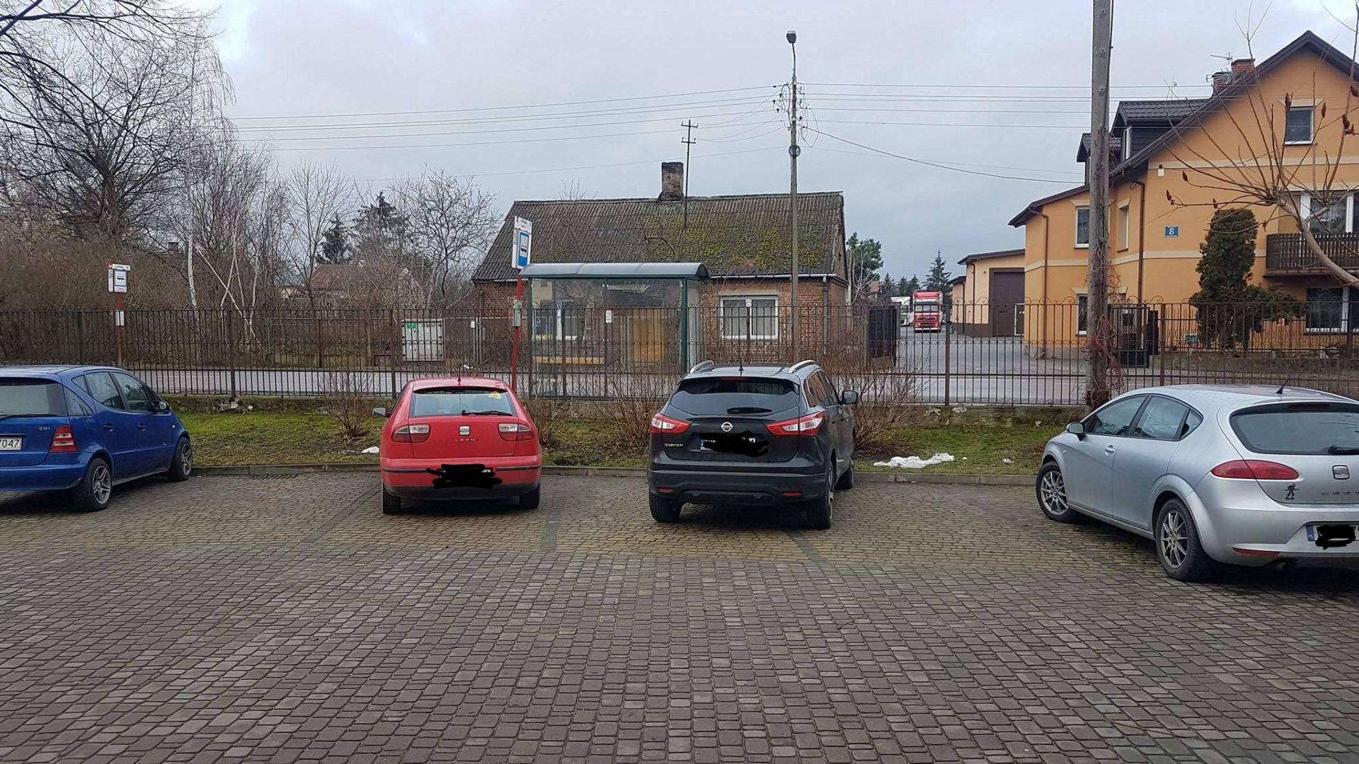 Kasia - CAŁY PARKING NASZ ;( Po co zaparkować na dwóch miejscach by ktoś jeszcze mógł zaparkować jak można na czterech?