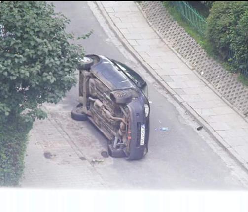 Netka - To auto wcześniej stało źle zaparkowane na chodniku i miejsce zajmowało – przejść się nie dało. Ktoś zrobił z nim porządek i po mistrzowsku go zaparkował. Zdjęcie zrobione z okna mojego bloku.