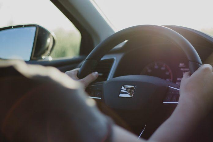 nieprzyjemny zapach w samochodzie