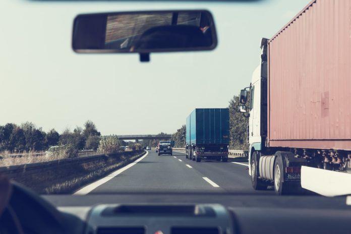Podwyżka opłat za przejazd autostradą A4 - GDDKiA protestuje Od 1 marca kierowcy podróżujący autostradą A4 z Katowic do Krakowa będzie musiał liczyć się z uiszczeniem większej opłaty niż do tej pory.