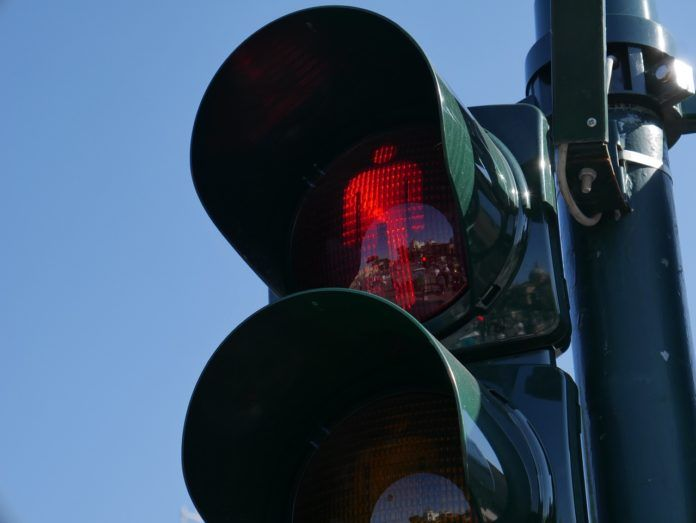 Przejście na czerwonym świetle