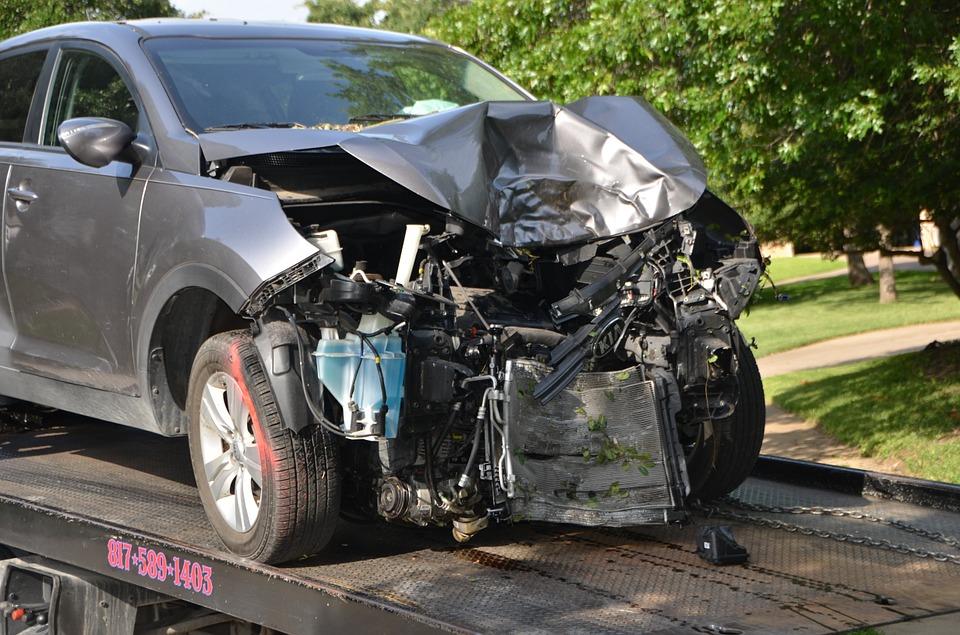Stłuczka samochodowa: Jak zachować się po kolizji
