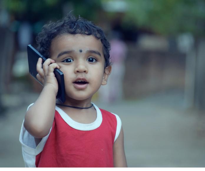 Małe dziecko w świecie technologii