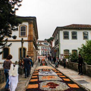20200228015203!Tapetes_devocionais_da_Semana_Santa_Ouro_Preto–