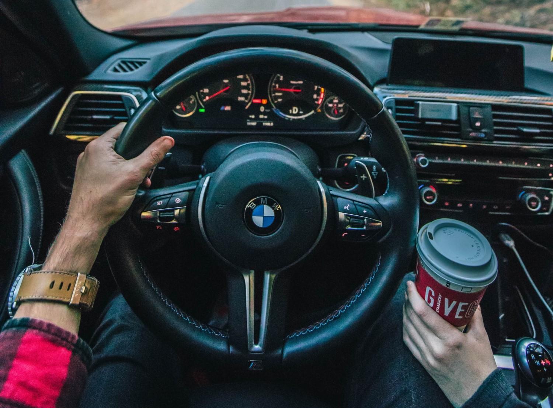 jedzenie i picie w trakcie jazdy